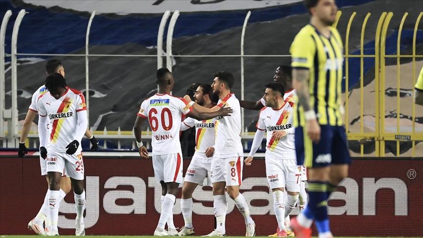 Fenerbahçe'nin evinde üst üste 5'inci mağlubiyeti! Göztepe'ye tek gol yetti…
