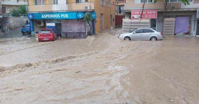 İzmir Bayraklı'da sağanak yağış hayatı felç etti!