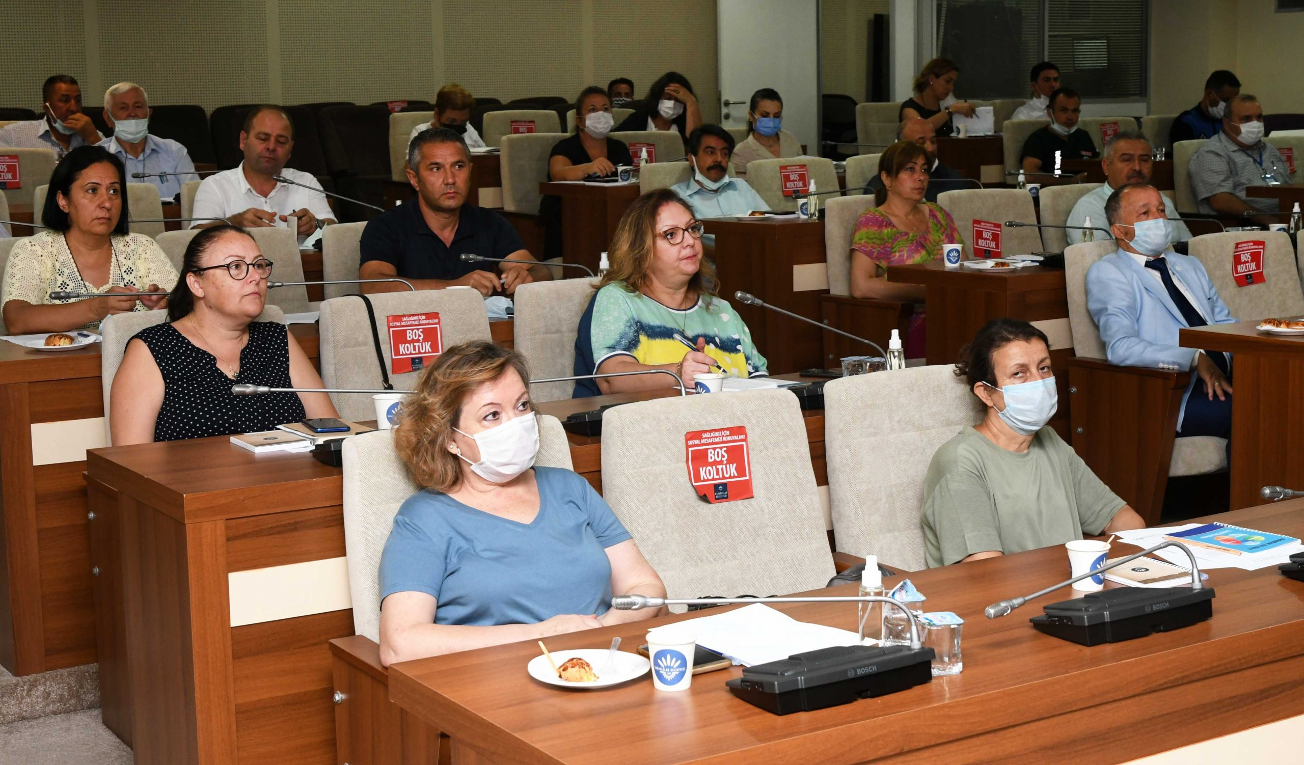 Karabağlar Belediye Başkanı Muhittin Selvitopu, meclis üyeleri ve bürokratlar, muhtarlarla buluşuyor.