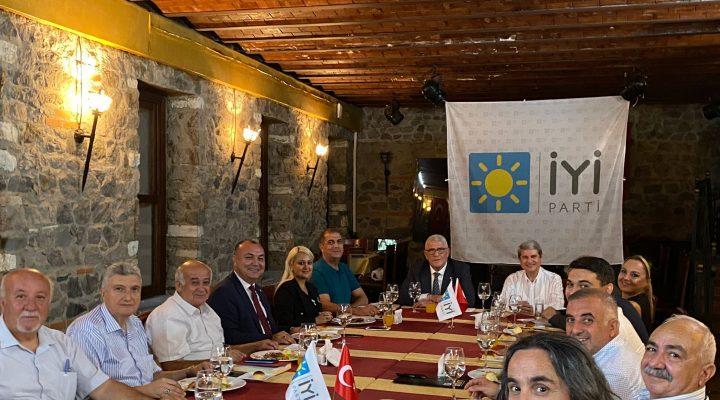 İYİ PARTİ İzmir Milletvekilleri İlçe Başkanlarıyla buluştu.
