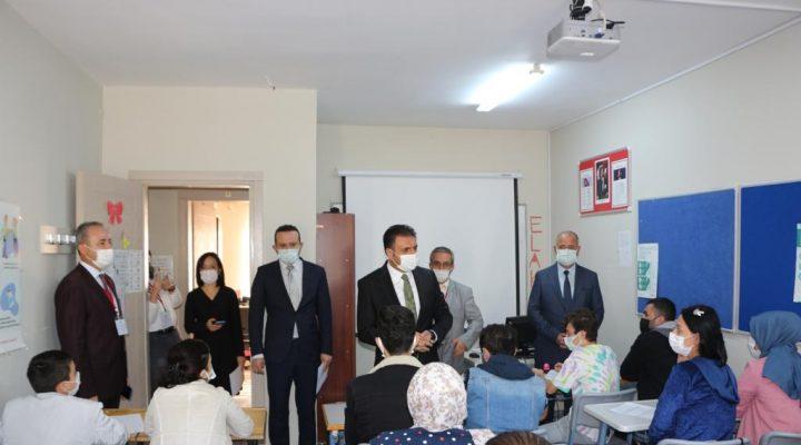 İzmir'de 'Nerede Kalmıştık' Eğitim Seferberliği Projesi Kurslarına Yoğun İlgi